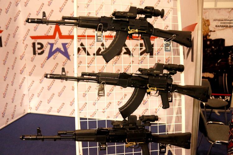 Các mẫu AK-103 được trưng bày tại triển lãm Interpolitex của Nga. Ảnh: Thanh Hoàn.