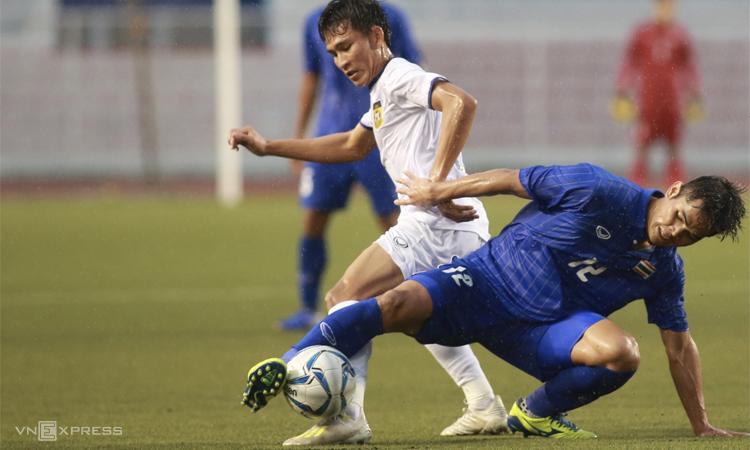 Thái Lan chơi bối rối trước Lào, đội từng thua Việt Nam 1-6. Ảnh: Lâm Thỏa.