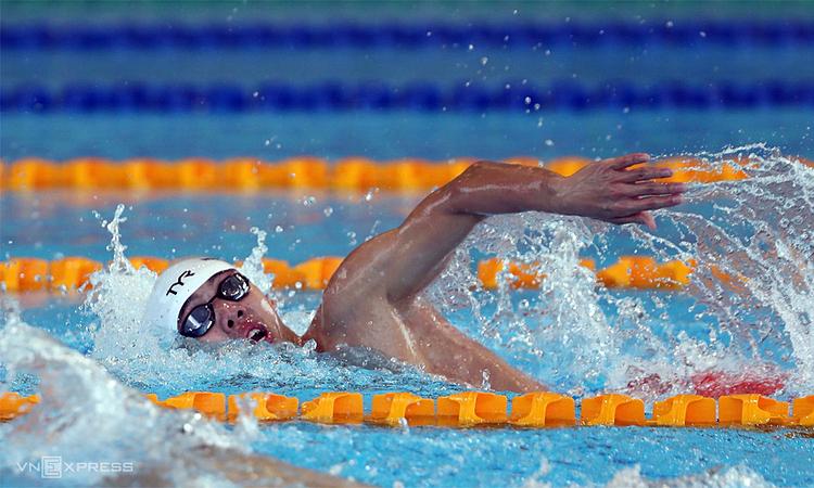 Huy Hoàng trên đường bơi chung kết 400m tự do nam tối 4/12. Ảnh: Phạm Đương.