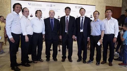 Đại diện LCM, Việt Thương Music, Một số trường nhạc giảng dạy theo chứng chỉ LCM chụp hình lưu niệm.
