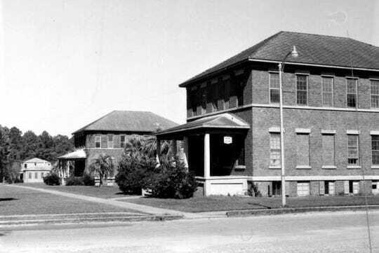 Trường nam sinh nơi Forrest từng sống. Ảnh: Florida Photographic Archives.