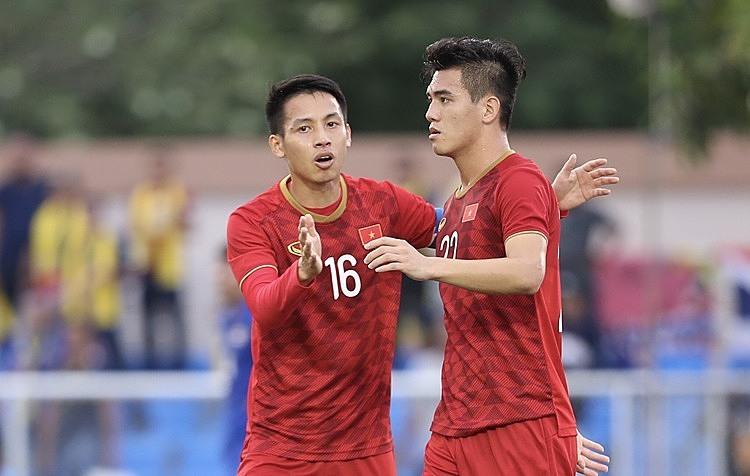 Hùng Dũng (trái) là một trong những cầu thủ trên 22 tuổi của Việt Nam tại SEA Games. Ảnh: Đức Đồng - Lâm Thỏa.