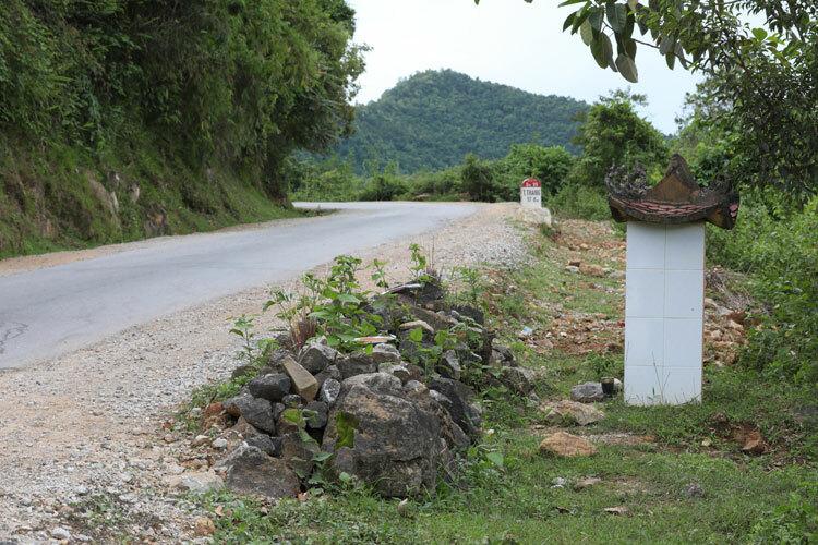 Nơi liệt sĩ Phạm Văn Cường và hai người phụ nữ trúng đạn trên đường lên cửa khẩu Tây Trang. Ảnh: Ngọc Thành.