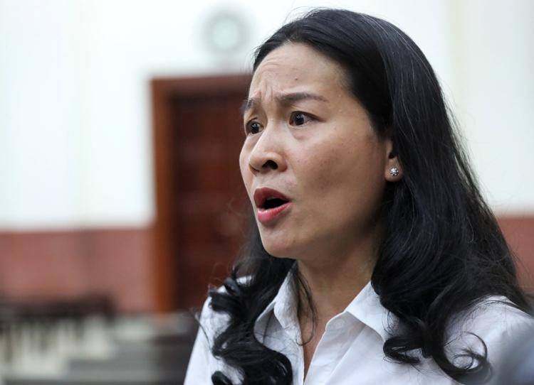 Đại diện của bà Thảo sau phiên tòa. Ảnh: Quỳnh Trần.