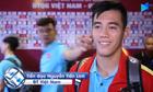 Tiến Linh bị đồng đội trêu chọc khi trả lời phỏng vấn sau trận UAE