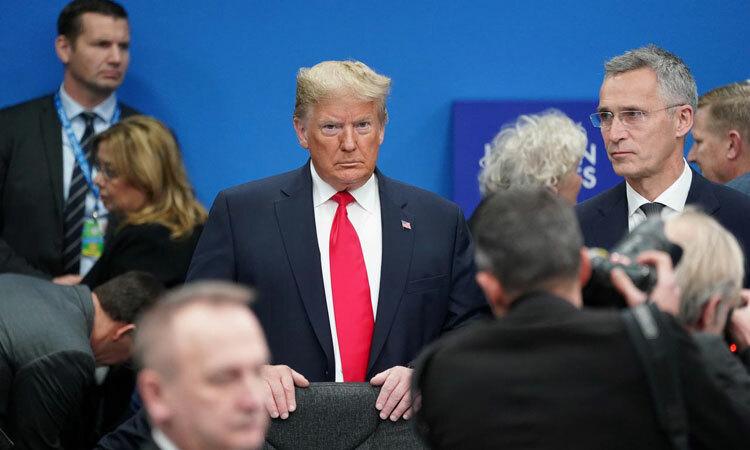 Tổng thống Mỹ Donald Trump (giữa, cà vạt đỏ) tại hội nghị NATO ở Anh hôm 4/12. Ảnh: Reuters.