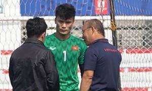 Ông Park gặp riêng thủ môn Tiến Dũng trước bán kết