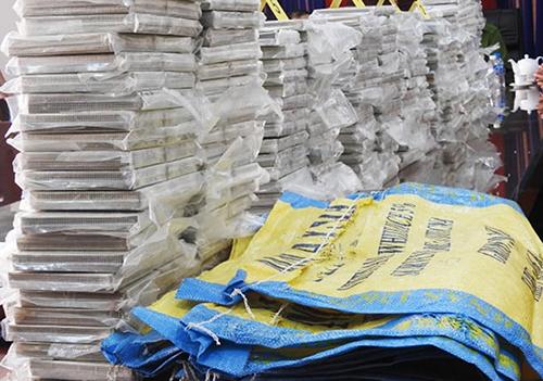 446 bánh heroin thu giữ tại TP HCM. Ảnh: Công an cung cấp