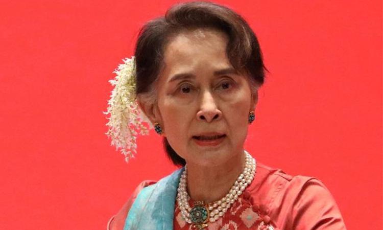 Aung San Suu Kyi phát biểu tại một sự kiện ở Myanmar ngày 28/1. Ảnh: Reuters