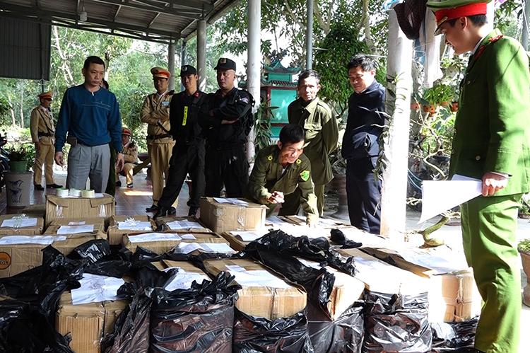 Số lượng pháo thu giữ tại nhà ông Mười. Ảnh: Quang Văn