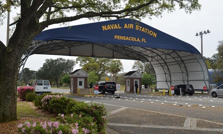 Lối vào căn cứPensacola. Ảnh: Reuters.
