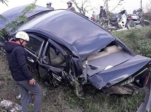 Ô tô Kia biến dạng phần đuôi sau cú tông của xe Honda. Ảnh: Thắm Lý