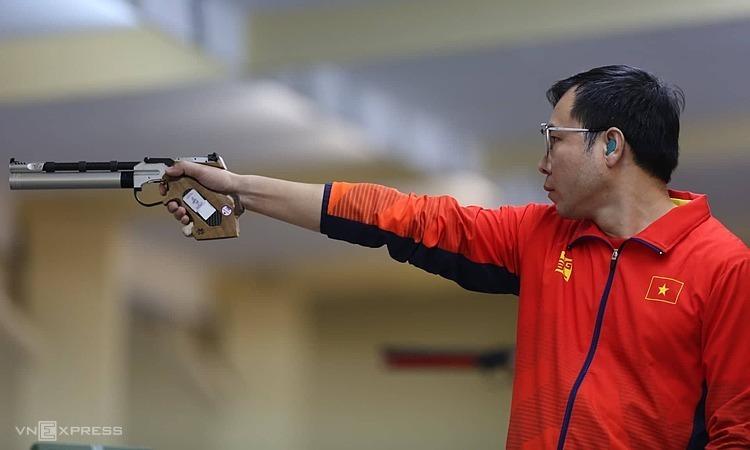 Xuân Vinh không đoạt HC vàng như mong muốn ở nội dung sở trường. Ảnh: Lâm Đồng.