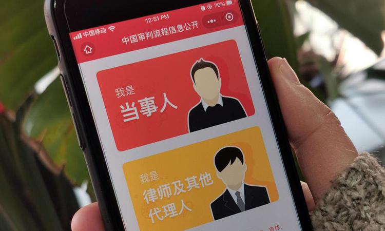 Tính năng tòa án điện thoại di động được tích hợp vào ứng dụng WeChat phổ biến tại Trung Quốc. Ảnh: AFP.