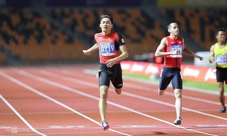 Trần Nhật Hoàng giành HC vàng chạy 400 mét nam, ấn định HC vàng thứ bảy cho điền kinh Việt Nam trong ngày. Ảnh: Quang Huy.