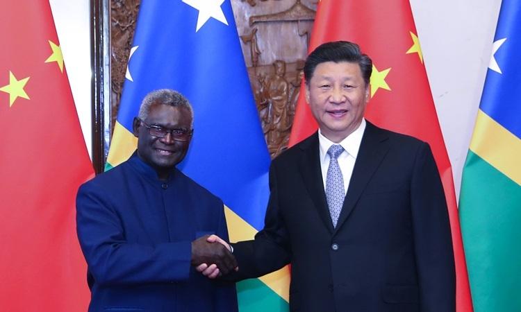 Chủ tịch Trung Quốc Tập Cận Bình gặp Thủ tướng Quần đảo Solomon Manasseh Sogavare tại Bắc Kinh hồi tháng 10. Ảnh: Xinhua.