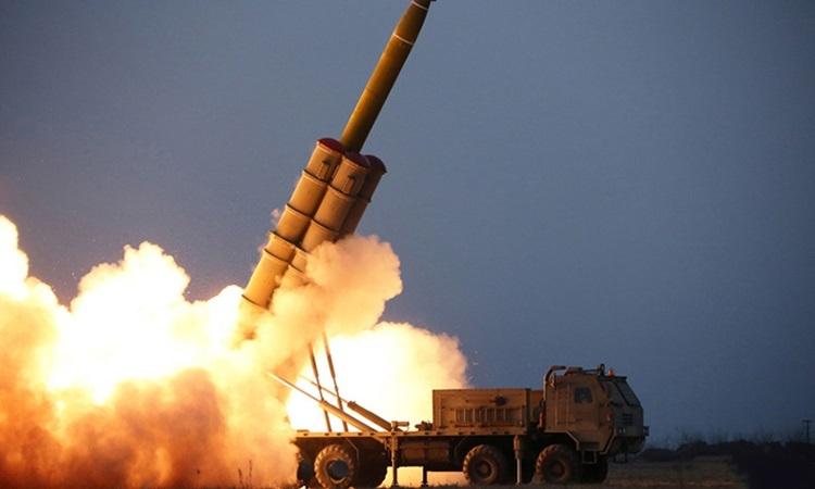 Triều Tiên thử pháo phản lực siêu lớn  tại tỉnh Nam Hamgyong ngày 28/11. Ảnh: KCNA.