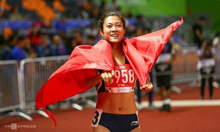 Tú Chinh giành HC vàng chạy 100mét nữdanh giá. Ảnh: Phạm Đương.