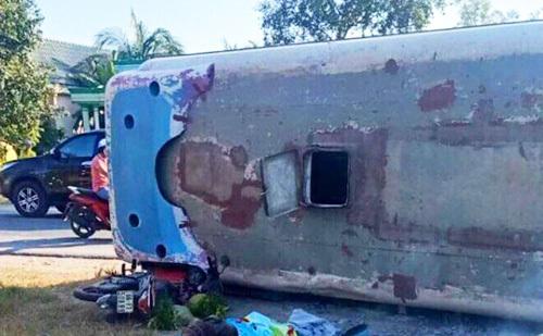 Hiện trường vụ xe buýt đè chết hai người đàn ông. Ảnh: An Nam