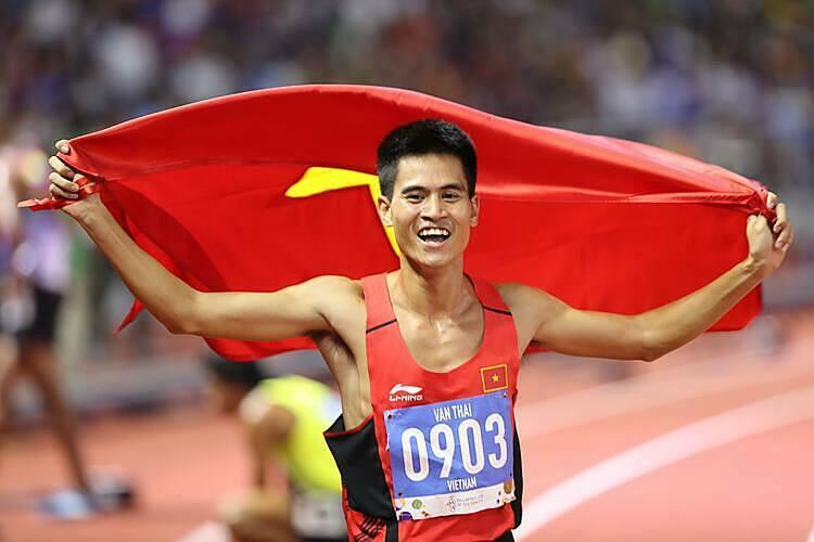 Dương Văn Thái mừng HC vàng thứ hai tại SEA Games 30. Ảnh: Lâm Đồng.