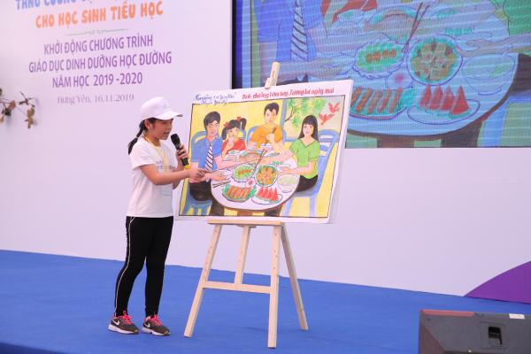 Với hoạt động vẽ tranh, thuyết trình trước đám đông, các em sử dụng những bức tranh cổ động với chủ đề dinh dưỡng mang đến những thông điệp tích cực về lối sống lành mạnh.