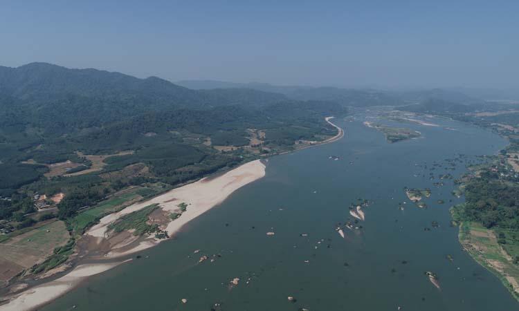 Đoạn sông Mekong tại quận Sangthong, thủ đô Vientiane, Lào, một trong những nơi mực nước xuống thấp. Ảnh: MRC.