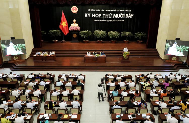 Các đại biểu HĐND TP HCM trong ngày làm việc thứ ba. Ảnh: Quỳnh Trần.