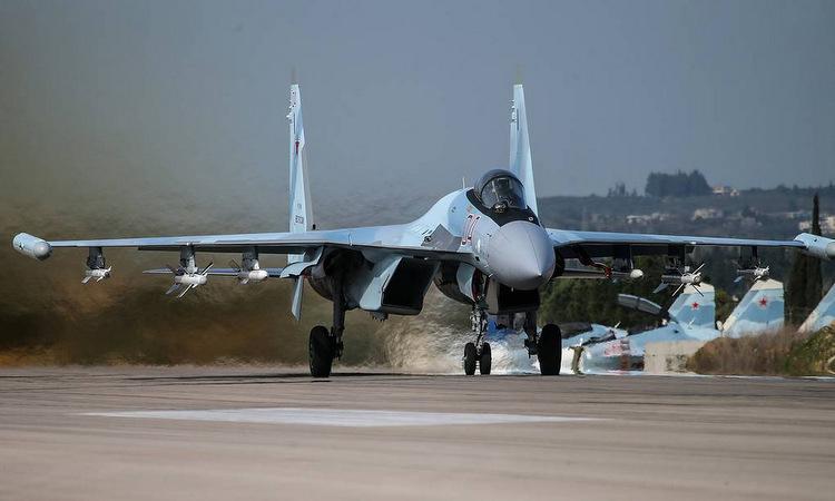 Tiêm kích Su-35S Nga cất cánh từ căn cứ Hmeymim năm 2017. Ảnh: TASS.