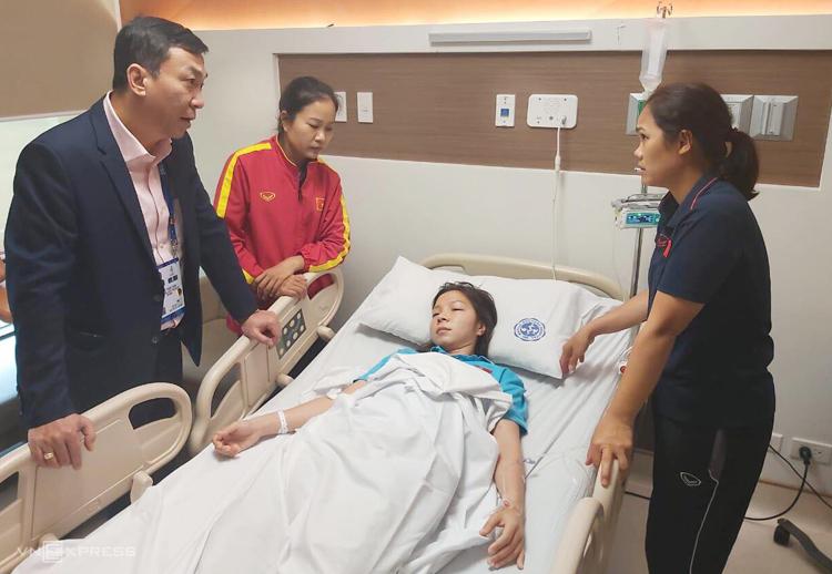 Trần Thị Hồng Nhung trong bệnh viện Manila Doctors sáng 9/12.