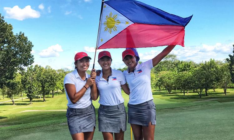 Bianca Pagdanganan, Lois Kaye Go và Abegail Arevalo (từ trái qua) giúp Philippines thống trị các nội dung nữ môn golf SEA Games 30. Ảnh: Rappler.