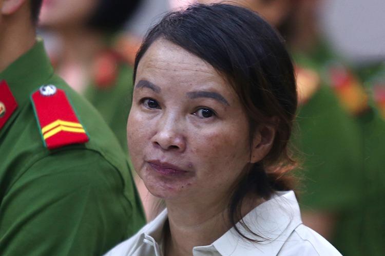 Bị cáo Trần Thị Hiền trong phiên sơ thẩm hôm 27/11. Ảnh: Phạm Dự.