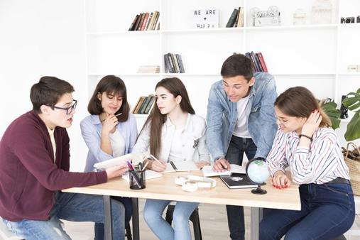 Học sinh, sinh viên nhận nhiều ưu đãi hấp dẫn khi tham gia hội thảo do Đức Anh tổ chức.