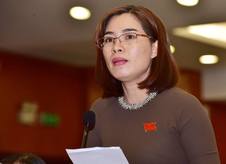 Đại biểu Nguyễn Thị Nga chất vấn. Ảnh: Quỳnh Trần.