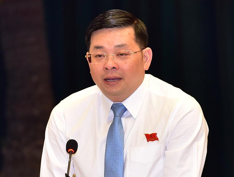 Giám đốc Sở Tài nguyeenn - Môi trường Nguyễn Toàn Thắng trả lời chất vấn. Ảnh: Quỳnh Trần