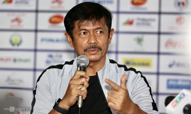 HLV Indra tiếc nuối khi đội nhà không thể mang chiếc HC vàng trở về. Ảnh: Đức Đồng.