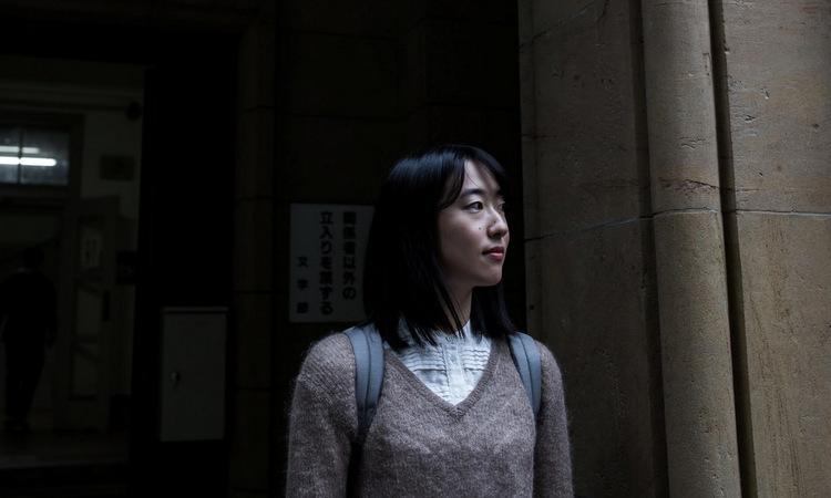 Kiri Sugimoto, 24 tuổi, sinh viên vừa tốt nghiệp ngành luật Đại học Tokyo năm nay. Ảnh: NY Times.