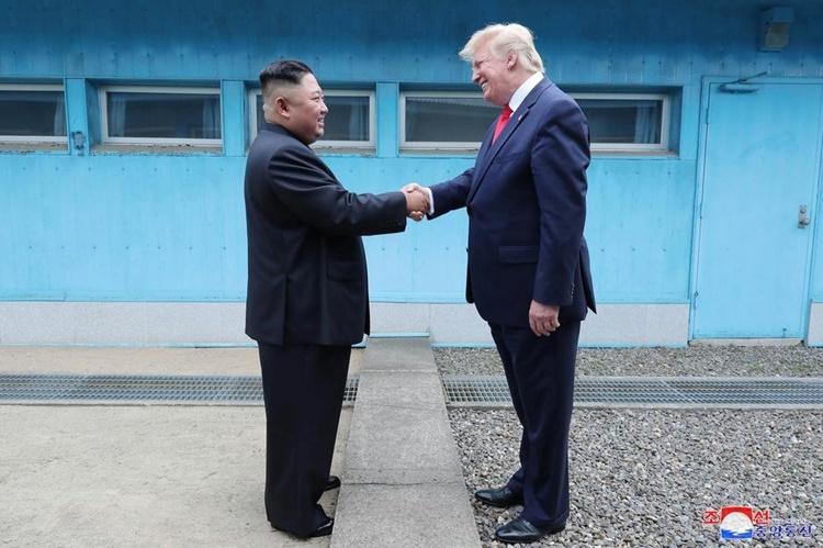Trump - Kim trong cuộc gặp lần ba tại Khu Phi quân sự liên Triều vào tháng 6 năm nay. Ảnh: KCNA.