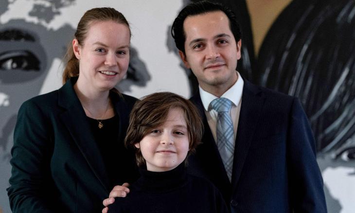 Laurent cùng bố mẹ. Ảnh: AFP