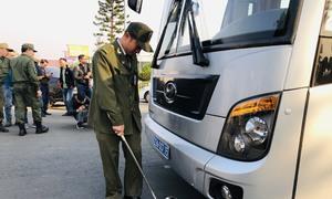 An ninh thắt chặt trước giờ tuyển bóng đá về Nội Bài