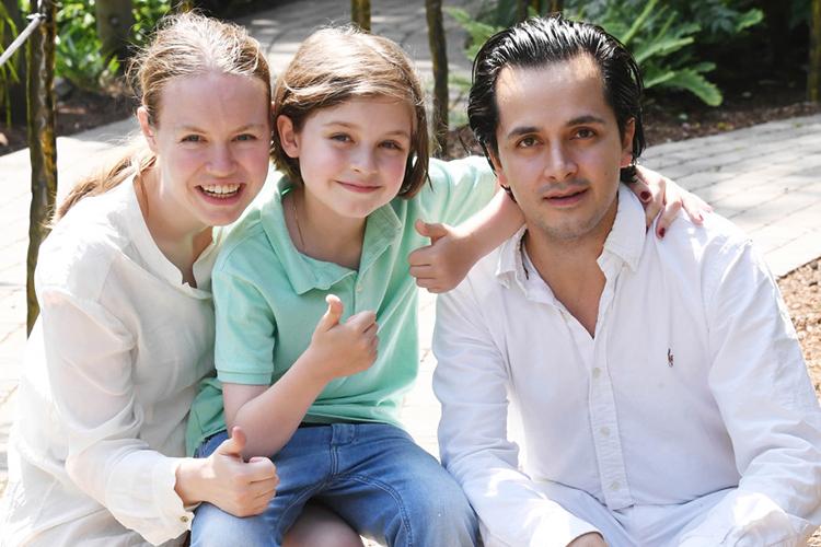 Laurent Simons và bố mẹ. Ảnh: AFP