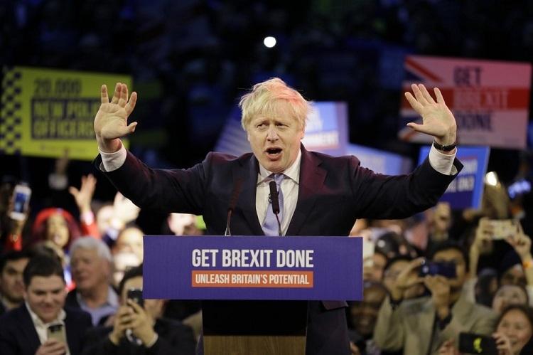 Thủ tưởng Boris Johnson trong buổi tiếp xúc cử tri cuối cùng ở Londonhôm 11/12. Ảnh: AP.