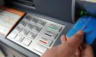 Ngân hàng chuyển nhầm tiền, sao khách hàng phải chịu hết trách nhiệm?