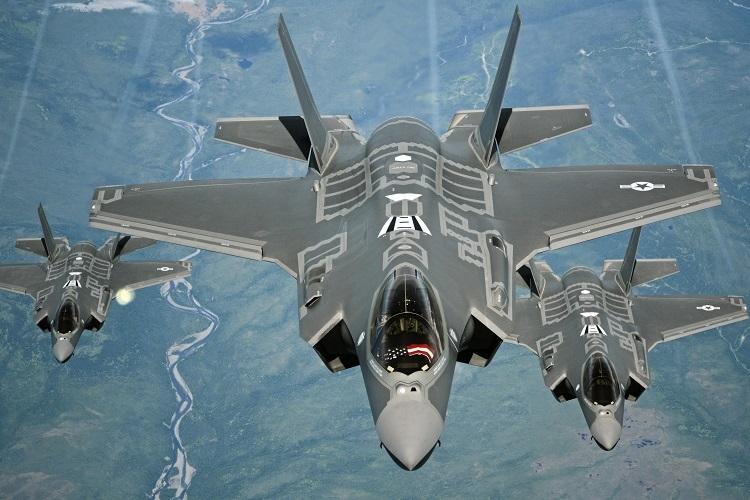 Tiêm kích F-35A trong chuyến bay từ Anh đến Mỹ hồi tháng 7/2016. Ảnh: Bộ Quốc phòng Mỹ.
