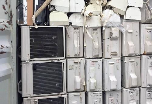 Nhập lậu 6 container đồ gia dụng, điện tử, điện lạnh cũ từ nước ngoài về, nữ cán bộ Cục quản lý thị trường Hải Phòng bị khởi tố, bắt tạm giam. Ảnh: HQ
