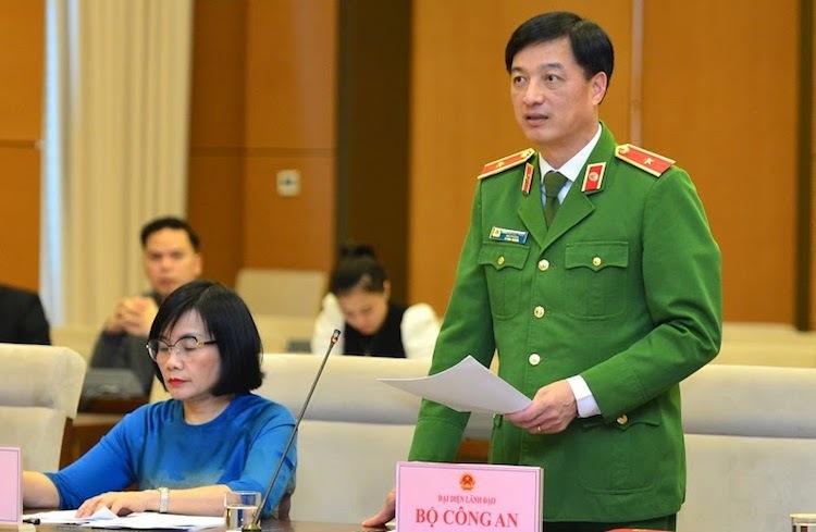 Thứ trưởng Công an Nguyễn Duy Ngọc báo cáo tại phiên giải trình của Uỷ ban Pháp luật chiều 12/12. Ảnh: Hiếu Duy