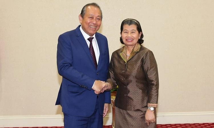 Phó Thủ tướngTrương Hoà Bình và Phó Thủ tướng Campuchia Men Sam An hội đàm hôm nay. Ảnh: VGP.