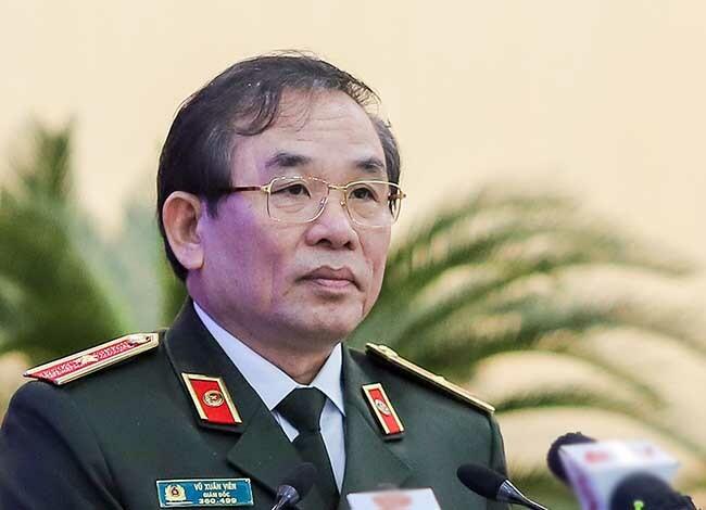 Thiếu tướng Vũ Xuân Viên trả lời chất vấn. Ảnh: Nguyễn Đông.