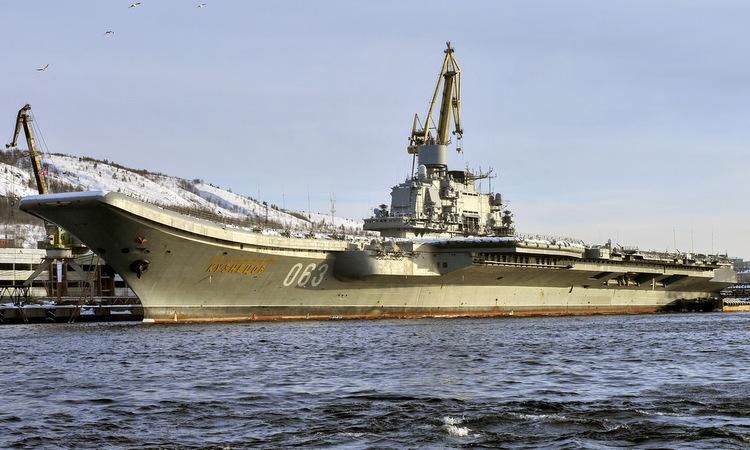 Tàu sân bay Đô đốc Kuznetsov tại cảng Murmansk hồi năm 2018. Ảnh: TASS.
