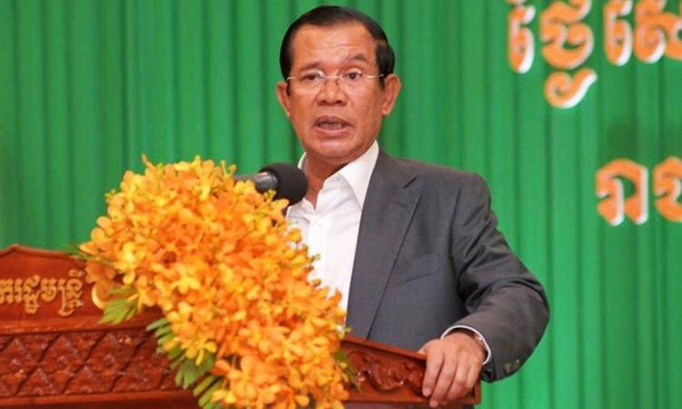 Thủ tướng Campuchia Hun Sen phát biểu tại trung tâm hội nghị Koh Pich ở Phnom Penh hôm 11/12. Ảnh: Pressocm.