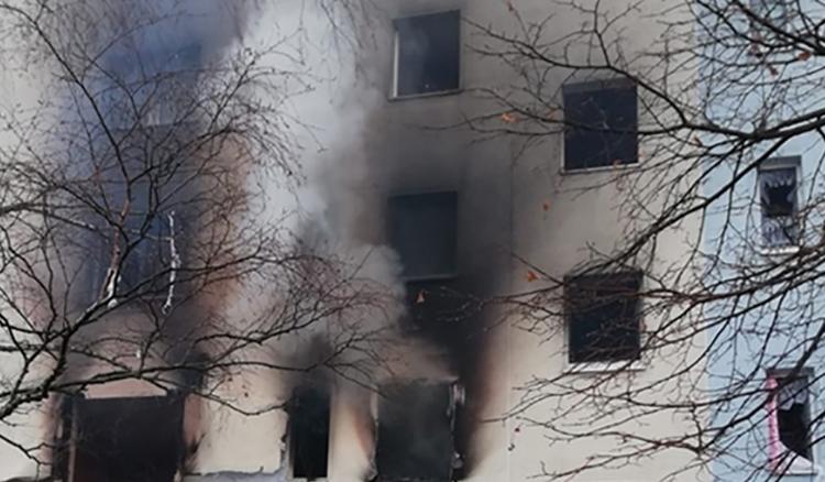 Khu chung cư Đức bốc khói đen vì một vụ nổ chưa xác định được nguyên nhân. Ảnh: RT.